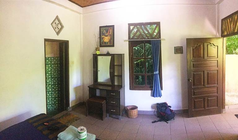 Водный дворец Тиртаганга на Бали, комната