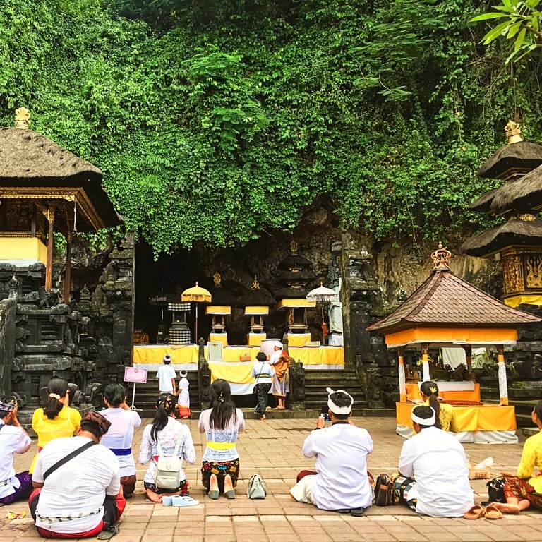Гоа Лавах (Goa Lawah):  ритуальные церемонии